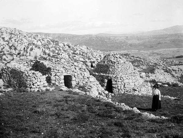 Vicissitudes des cabanes en pierre seche 1 for Portent passage
