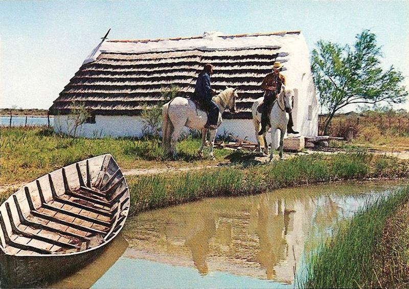 Cabanes camarguaises classiques christian lassure for Maison de la camargue