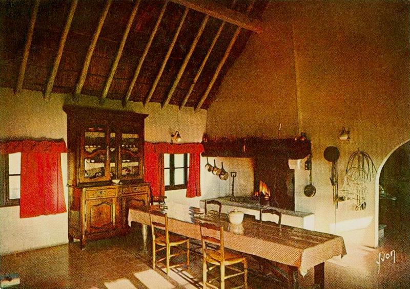 Cabanes h teli res et maisons la gardiane christian for Interieur 1900