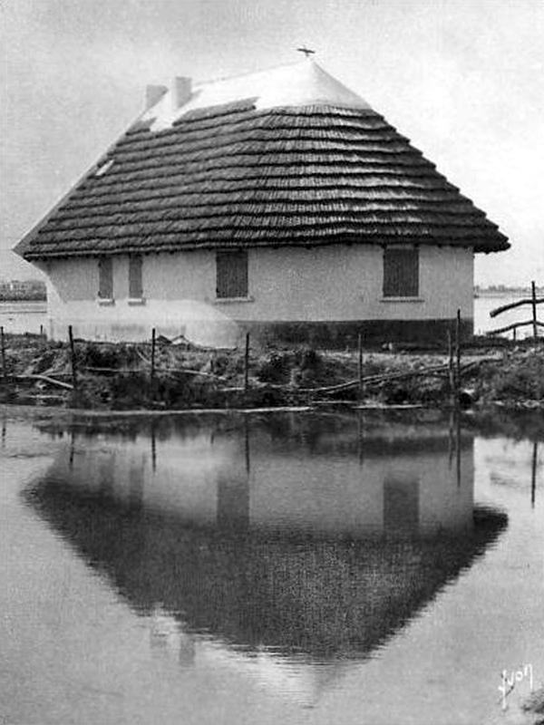 Cabanes h teli res et maisons la gardiane christian for Maison de camargue