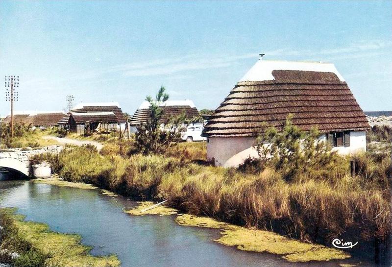 les cabanes du front de mer aux saintes maries de la mer With plan de petite maison 19 les cabanes du front de mer aux saintes maries de la mer